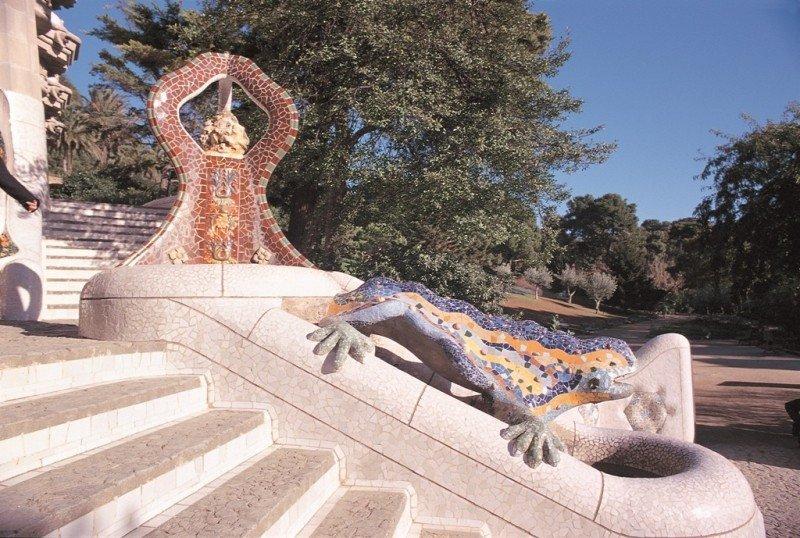 El parque Güell de Barcelona fue proyectado por Antoni Gaudí.