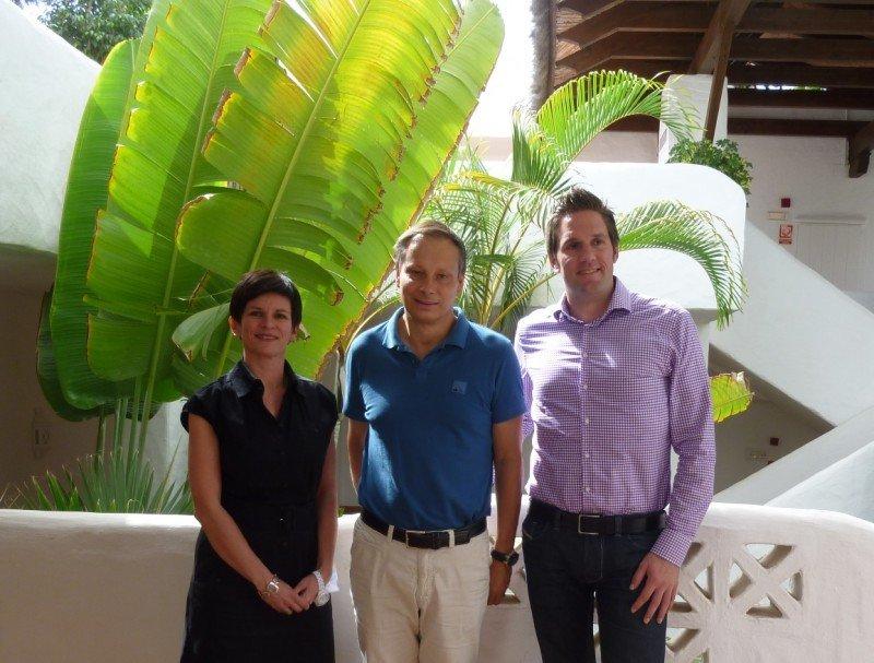 De izqu. a dcha. Nicole Sohnrey, directora del producto Islas Canarias; Christian Clemens, CEO TUI Alemania; y Markus Stumpe, director del producto media distancia.