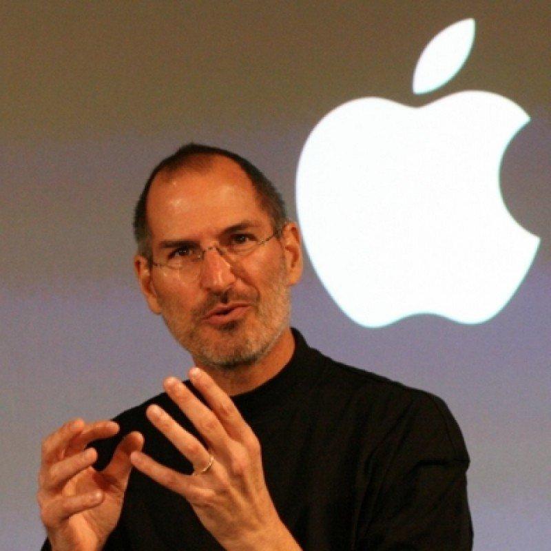 Las estrategias que Steve Jobs aplicó para desarrollar Apple hasta donde está ahora, tomadas como ejemplo para el marketing hotelero online.