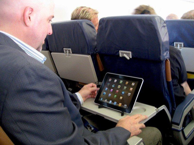 EEUU permitirá el uso de portátiles y móviles durante despegues y aterrizajes