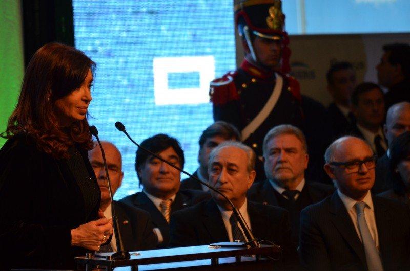 Cristina Fernández de Kirchner durante su dicurso desde la terminal de Buquebus.
