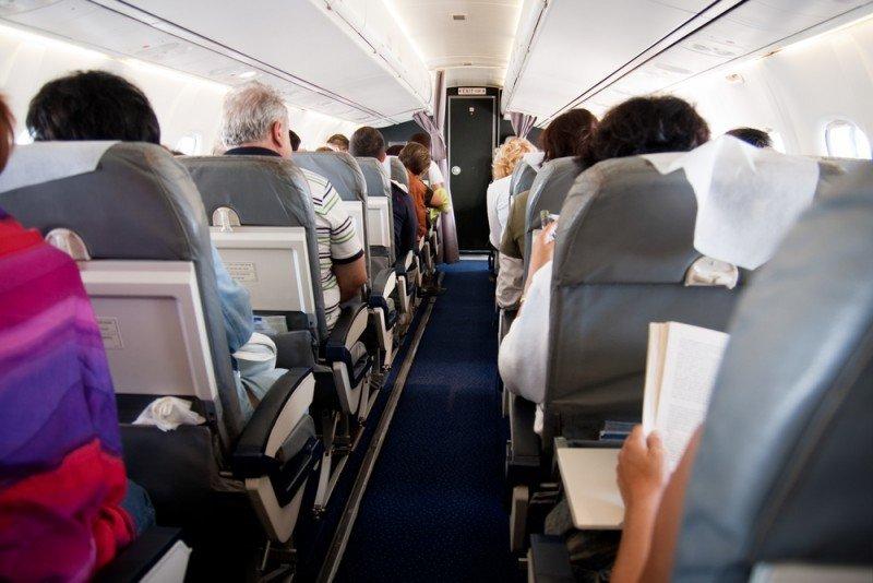 El 70% de los pasajeros seguirá reclinando su asiento aún teniendo detras a una embarazada.