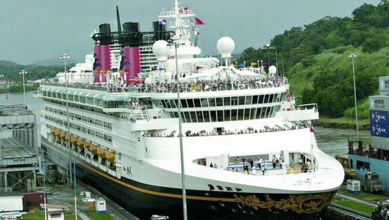 El año del centenario del canal de Panamá ofrece un atractivo extra a los visitantes