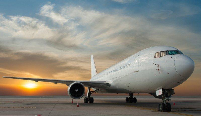 El Salvador aprueba política de cielos abiertos y control de tarifas aéreas
