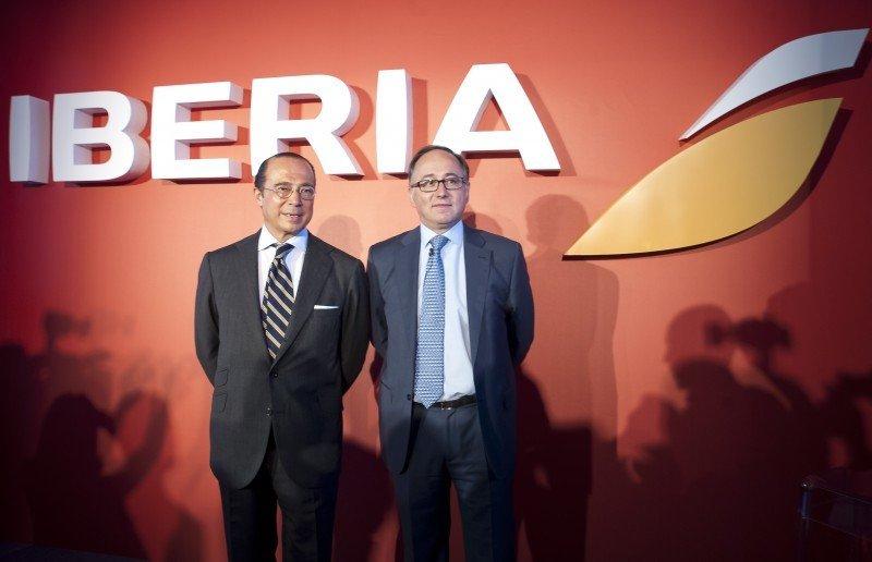 Antonio Vázquez, presidente de Iberia e IAG (izda.), y Luis Gallego, CEO de Iberia, durante la presentación de la nueva imagen de la compañía.