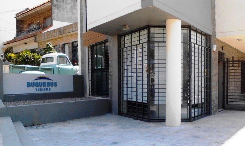 Franquicia de Buquebus Turismo en la zona del World Trade Center, Montevideo.