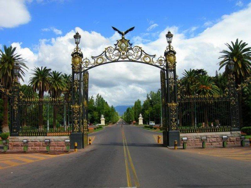 Ingreso Parque San Martín, ciudad de Mendoza.