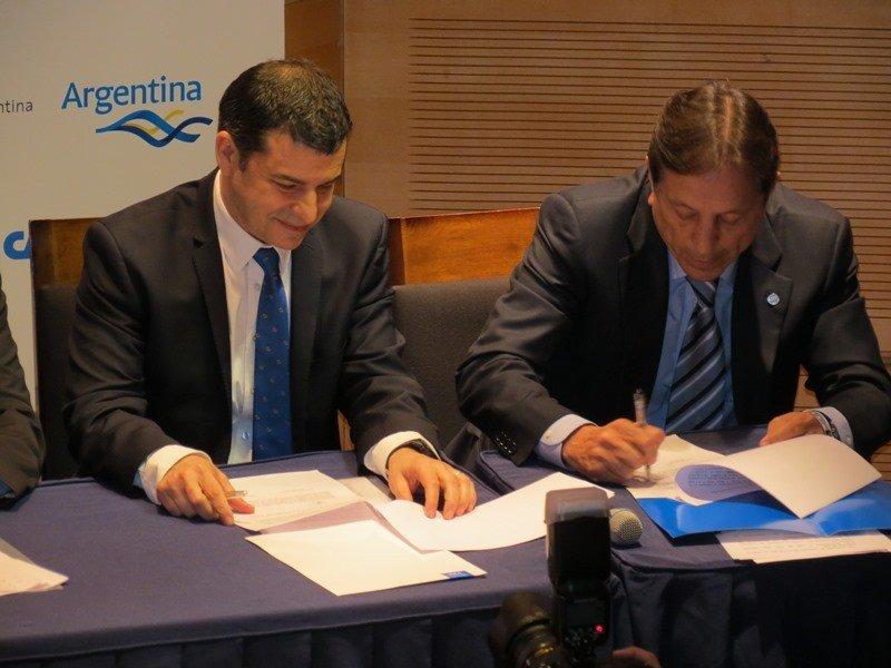 El acuerdo fue firmado por YPF y CAT.