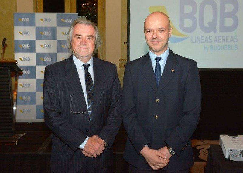 Álvaro Secondo, adjunto a la presidencia de Buquebus, junto al subsecretario del Ministerio de Turismo, Antonio Carámbula, en el lanzamiento.