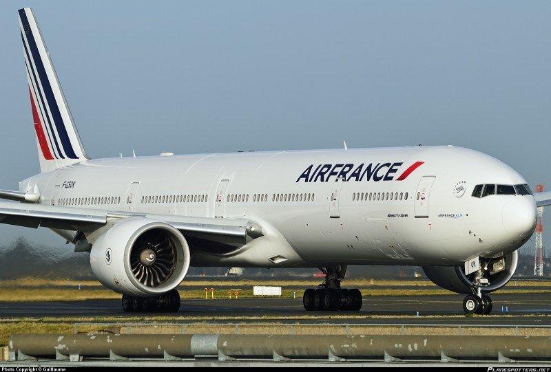 El Boeing 777-328ER volará tres veces por semana a Montevideo.