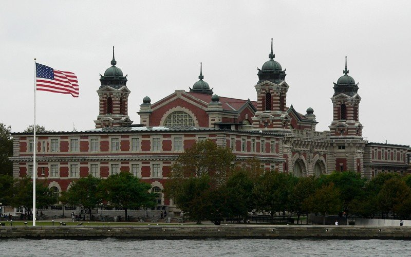 A causa del huracán Sandy se inundó el museo de la inmigración que funciona en la isla.