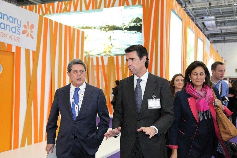 Federico Trillo, José Manuel Soria e Isabel Borrego, en la WTM.