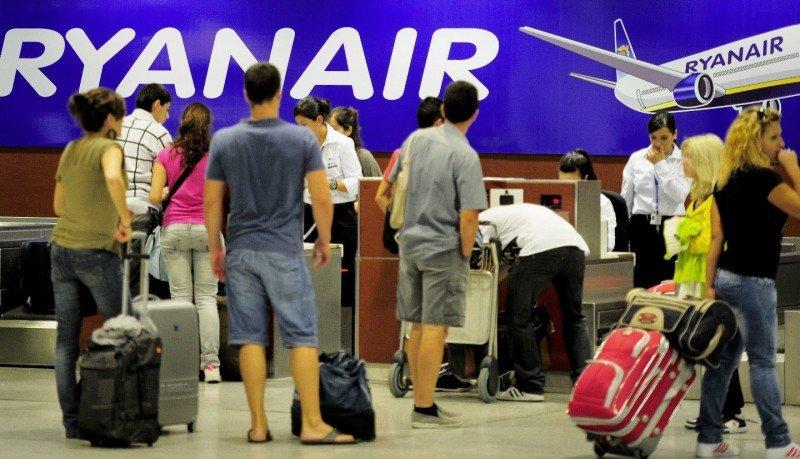 Ryanair baja de nuevo su previsión de beneficios