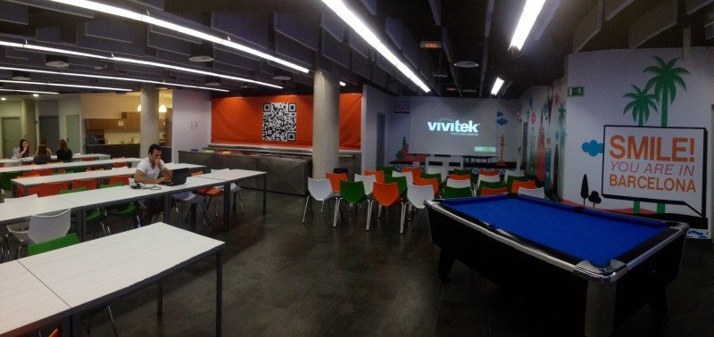Panorámica de una sala del Twentytú Hi-tech hostel.
