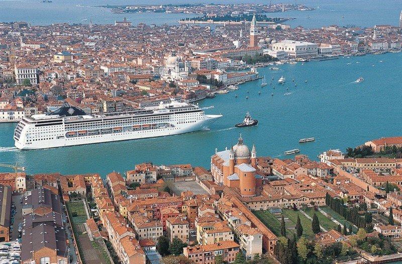 Venecia recorta los cruceros para 2014