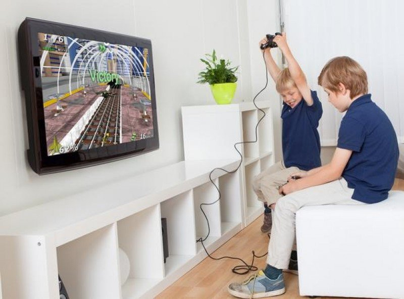 Los videojuegos pueden entretener a los niños durante horas. #shu#