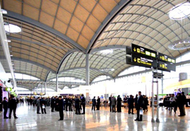 Alicante continúa siendo el aeropuerto de mayor crecimiento entre los siete con más tráfico.