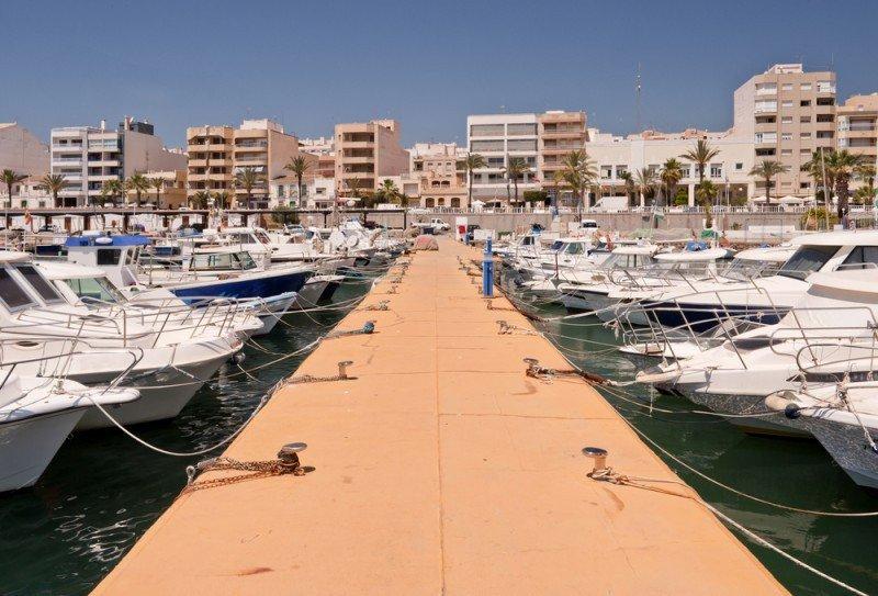 Almería rebajará el IBI y el IAE a los hoteles que abran todo el año