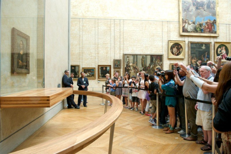 Visitantes en el Museo del Louvre, París. #shu#