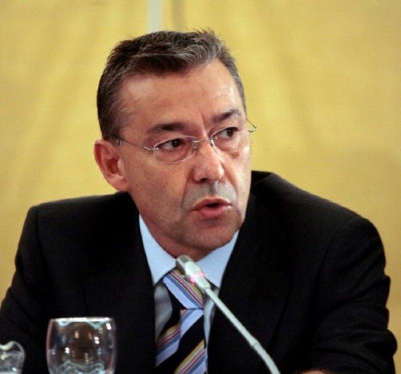 Paulino Rivero ha confirmado que ya hay más de 200 convenios cerrados para la renovación de hoteles y apartamentos.