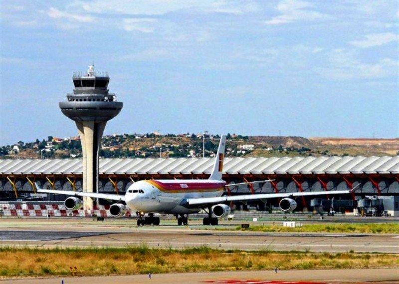 Aerolíneas atribuyen la situación de Barajas al AVE y a la caída de la demanda interna