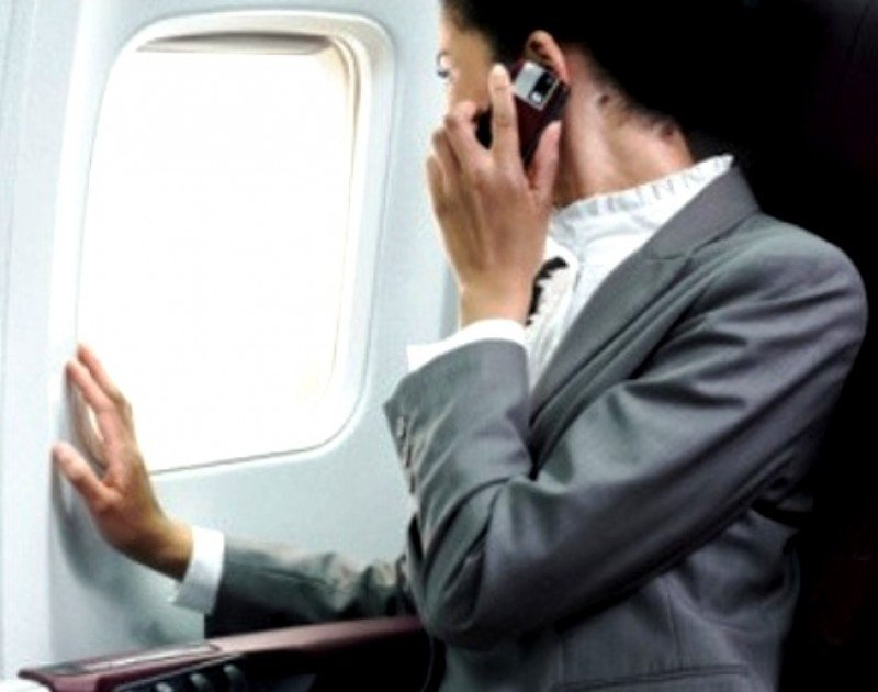 Europa da luz verde al uso de dispositivos electronicos durante todo el vuelo
