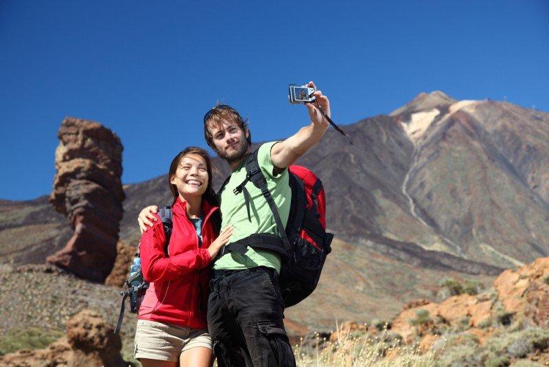 Los turistas que visitan Canarias viajan mayoritariamente sólo con la pareja en la mitad de los casos. #shu#