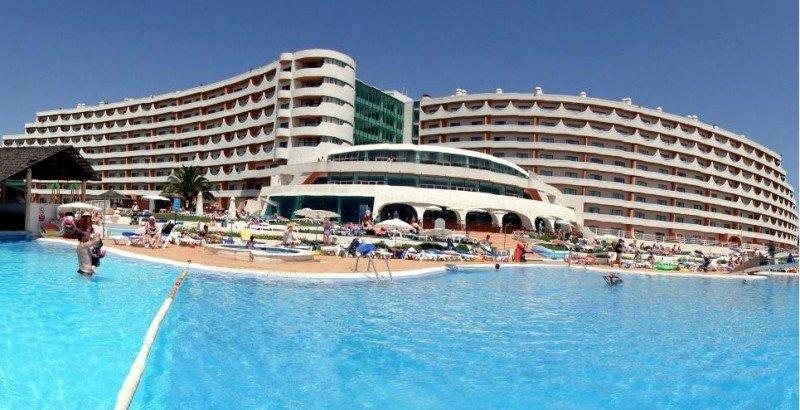 El BlueBay Paraíso de Albufeira es un moderno resort con múltiples instalaciones para el turismo familiar.
