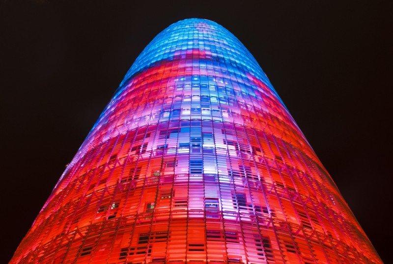 La Torre Agbar, de 31 plantas, tiene una superficie de 50.600 metros cuadrados. Catwalker / #shu#