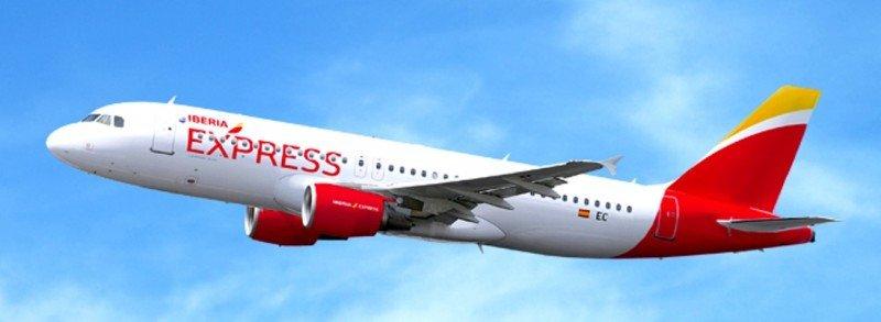 Imagen digital de un avión de Iberia Express con la nueva identidad visual.