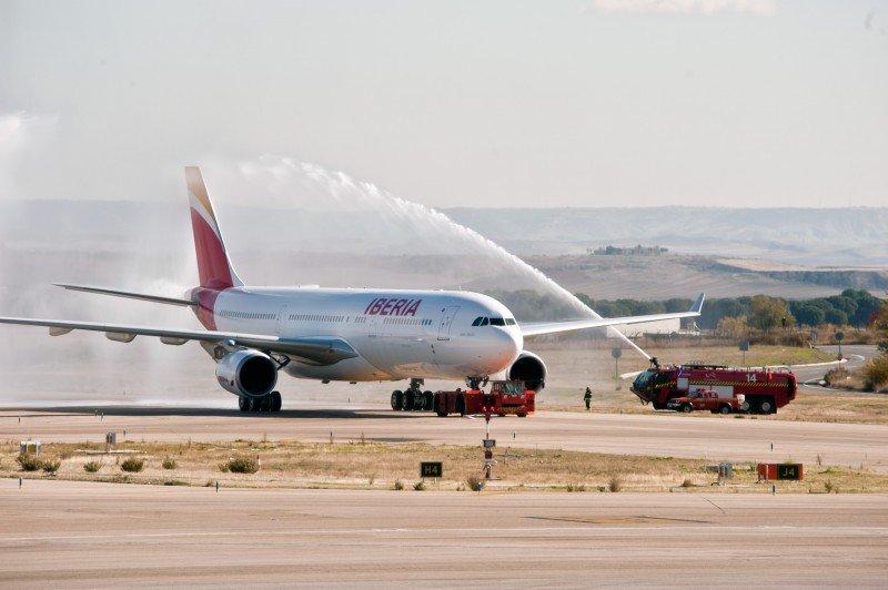 Bautizo del primer avión de la compañía que luce la nueva imagen corporativa.