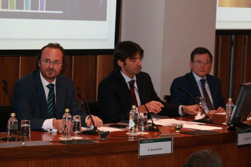 De izq. a dcha, los socios directores de Magma TRI Hospitality Consulting, Bruno Hallé y Albert Grau, en la jornada sobre internacionalización y franquicia.