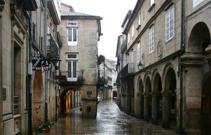 La casona de la Rúa San Bieito es uno de los ejemplos de la arquitectura de Santiago. En la imagen, la Rúa do Vilar.