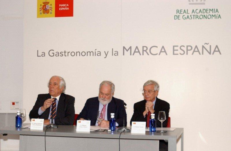Arias Cañete inauguró el ciclo de conferencias La gastronomía y la Marca España.