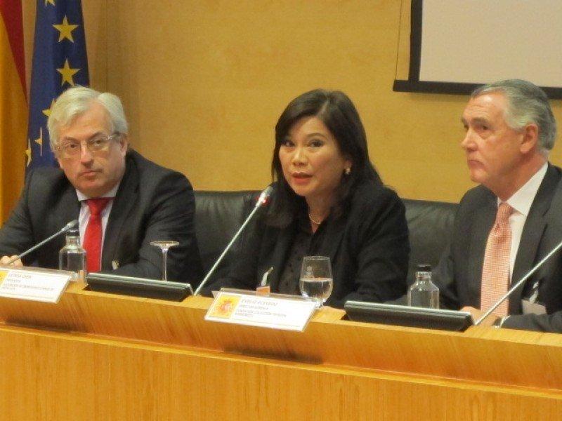 Leticia Chen, presidenta de la Asociación de Empresarios Chinos de Andalucía, moderó una mesa de trabajo dedicada al producto cultural.