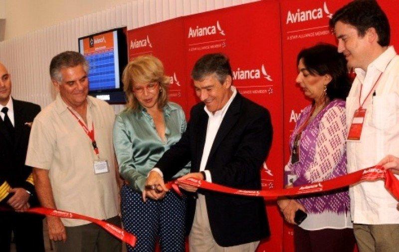 Autoridades inauguran la sala VIP de Avianca en Cartagena.