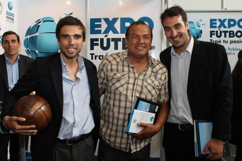 Ignacio Beneditto y Franco Pérez junto a Ruben Sosa en el lanzamiento de la Expo Fútbol.