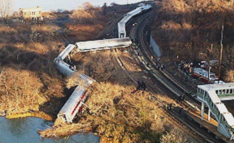 Cuatro muertos y más de 60 heridos en un accidente de tren en Nueva York