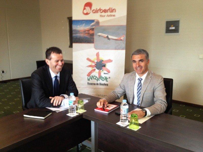 El el director general de airberlin para España y Portugal, Paul Verhagen; se ha reunido con el CEO de la Sociedad de Promoción Exterior de Lanzarote (SPEL), Héctor Fernández.