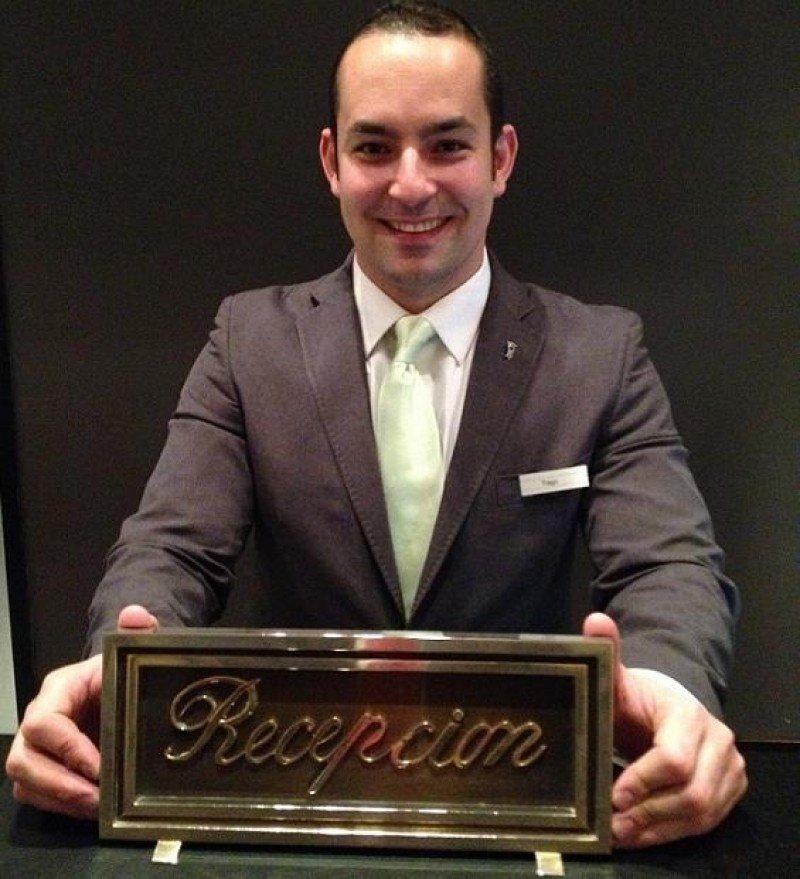 Tiago de Oliveira, recepcionista del Hotel Villa Magna, representará a España en el concurso internacional.