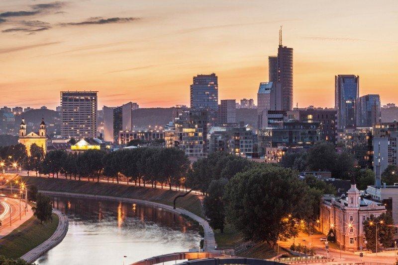 Los hoteles de Vilnius (en la imagen, su distrito financiero) han incrementado su ocupación en un octubre un 20,5% y su RevPar un 60,5%. #shu#