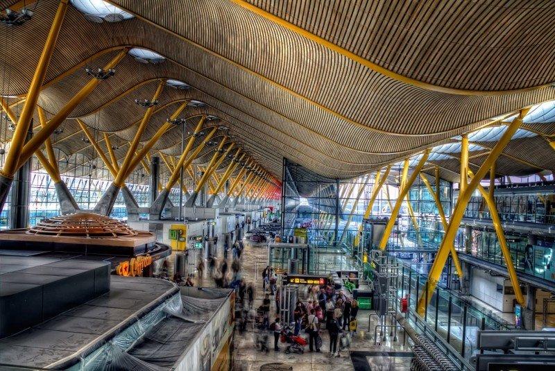 Madrid-Barajas registra la mayor caída de tráfico en aeropuertos de su rango