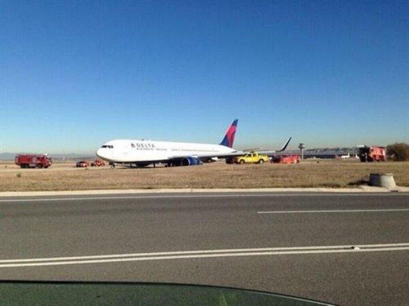 Aterriza de emeregencia un avión de Delta por un fallo hidráulico (Foto: @controladores).