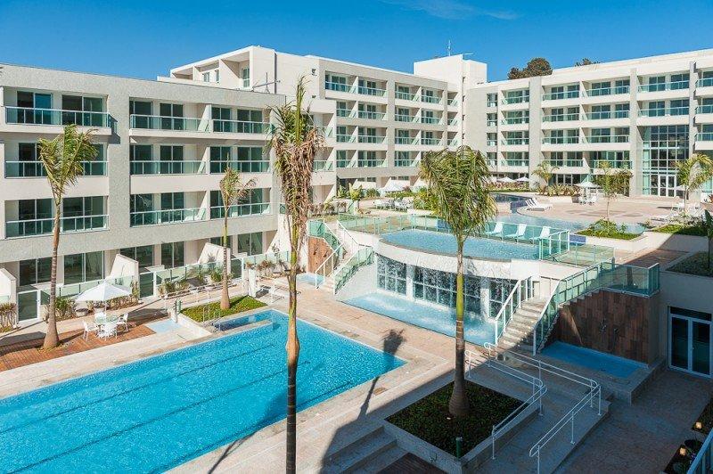 El hotel está construido adaptándose al entorno y las características del terreno para que todos los huéspedes puedan disfrutar de las vistas.