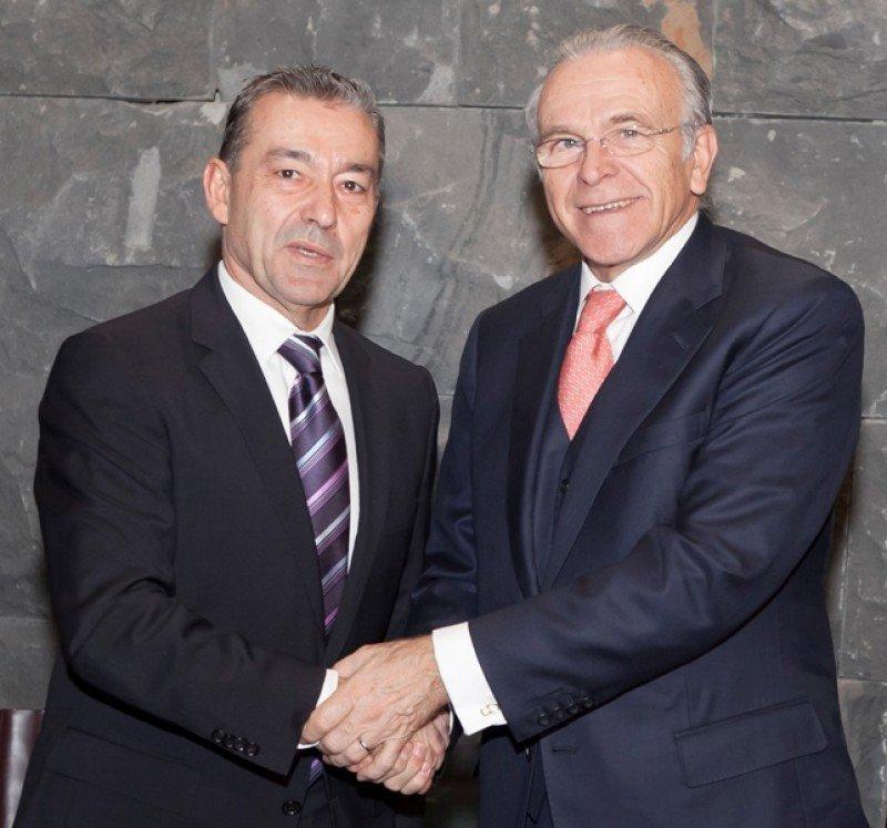 El presidente del Gobierno de Canarias, Paulino Rivero, y el presidente del Grupo La Caixa, Isidro Fainé.