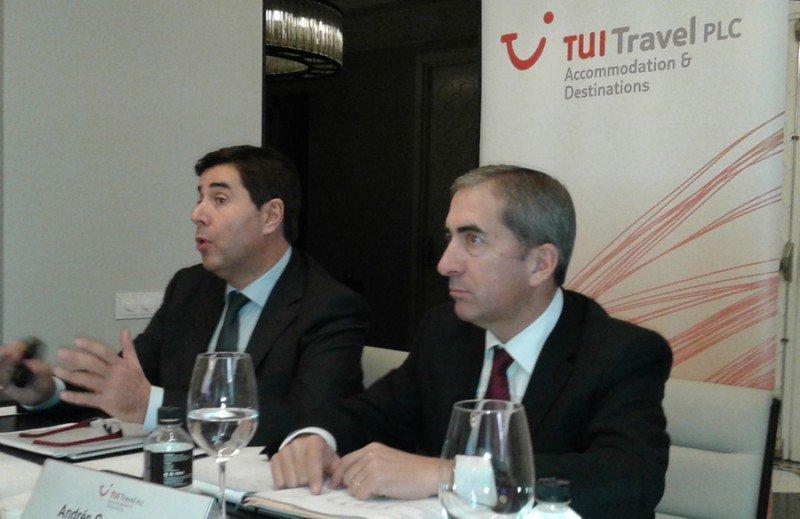 Joan Vilà, director general de TUI AyD (Izda.); y Andrés García-Tenorio, director financiero.