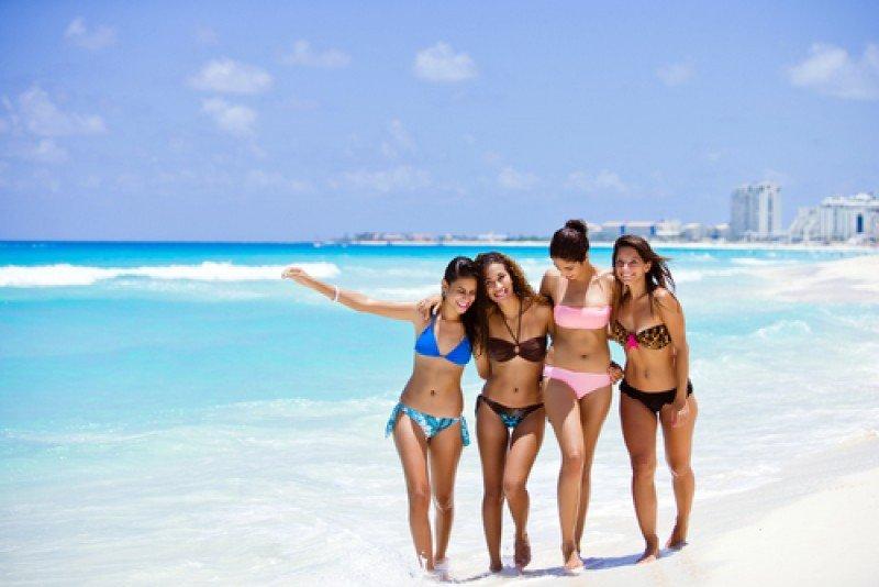 El Caribe es uno de los principales destinos para los turistas de países latinoamericanos. En la imagen: playa de Cancún. #shu#