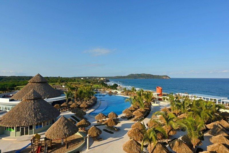 El Iberostar Playa Mita es un 5 estrellas de 452 habitaciones, situado en la urbanización Litibú, en Riviera Nayarit.