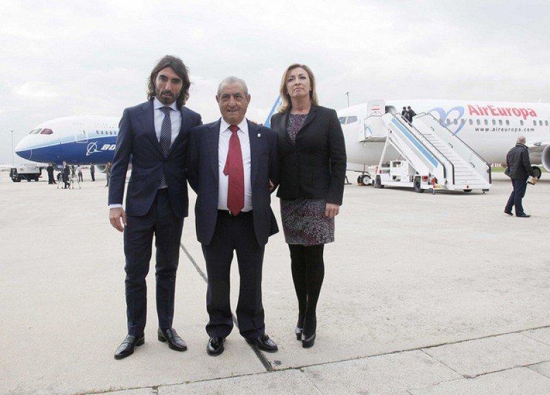 Juan José Hidalgo, presidente de Globalia, junto a sus hijos Mª José y Javier.