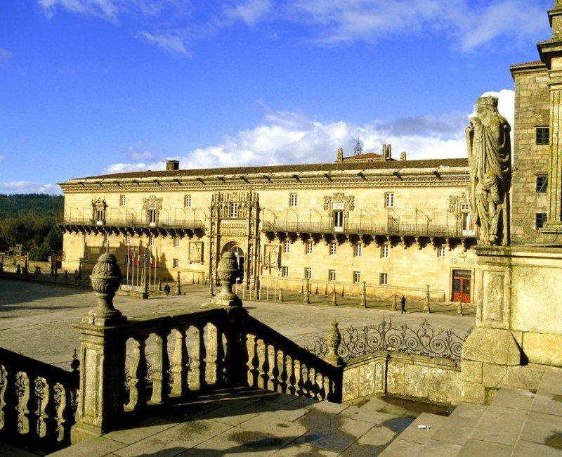El Hostal dos Reis Católicos ha obtenido la mejor puntuación de los siete hoteles españoles distinguidos por Condé Nast Traveler.